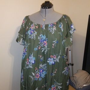 ! ! 3 for 10 ! ! Oversized green floral blouse